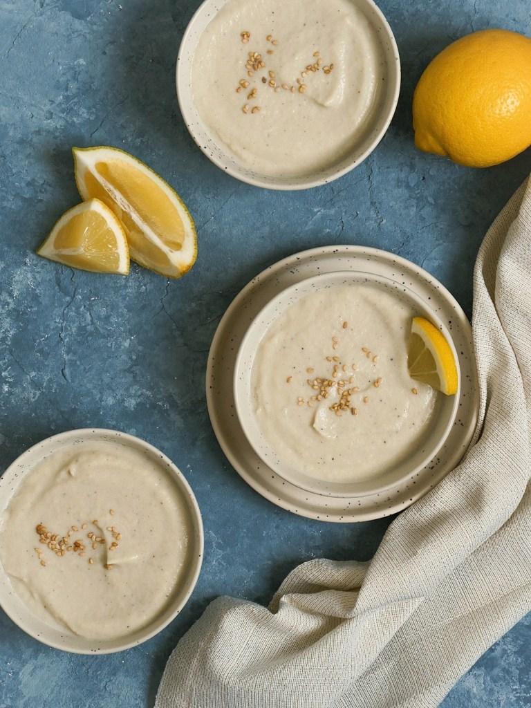 Bols de soupe chou-fleur tahin et citron