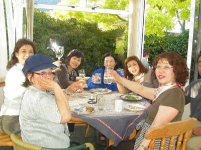 Christchurch Homestay Guests Dinner in the Sunroom