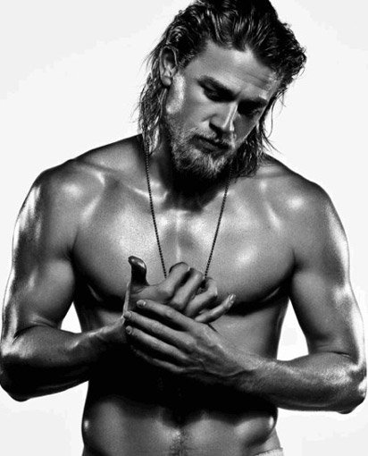 charlie-hunnam-workout