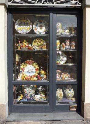 37.shop window3