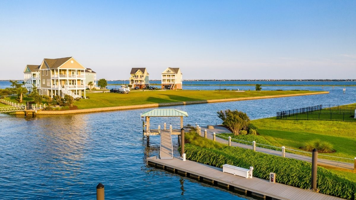 Cannonsgate is nestled on the Intracoastal Waterway