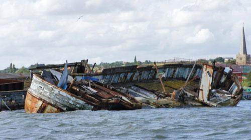 Sunken boat near Hoo Marina