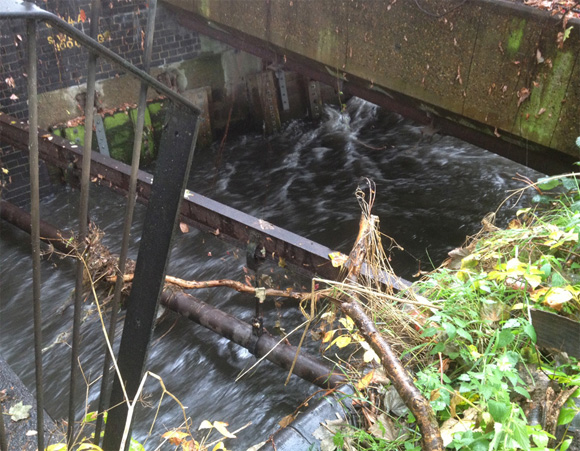 Low pipes across River Wandle