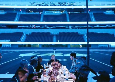 drake,festa privada,estádio de futebol,70 mil pessoas, Drake alugou um estádio de futebol para dar uma festa privada para 70 mil pessoas