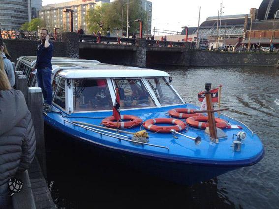 jantar no barcom em Amsterdam barco