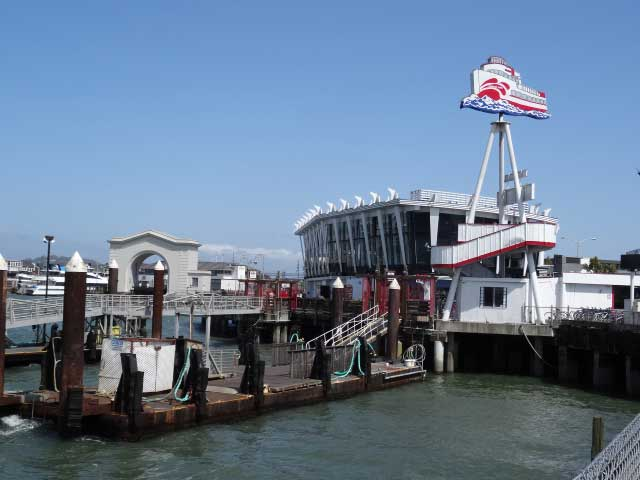 San-Francisco-fishermans-wharf-pier-45-barco