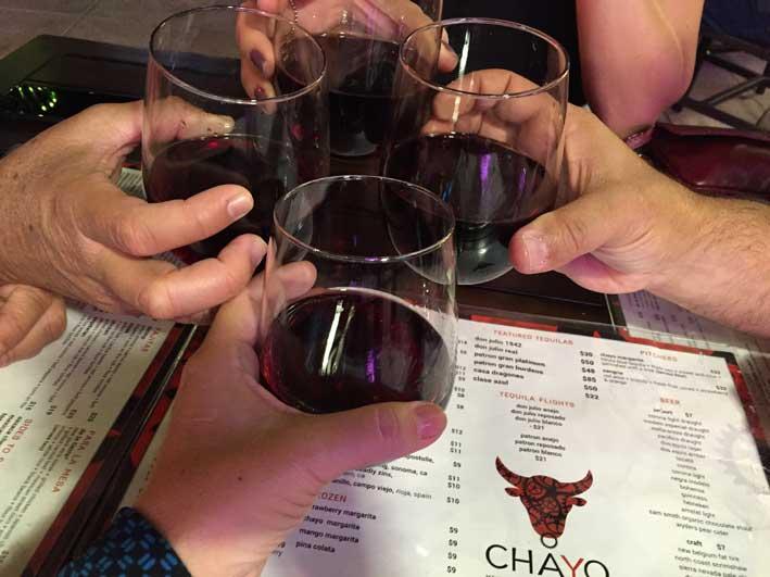 Onde-jantar-em-Las-Vegas-brinde-Chayo