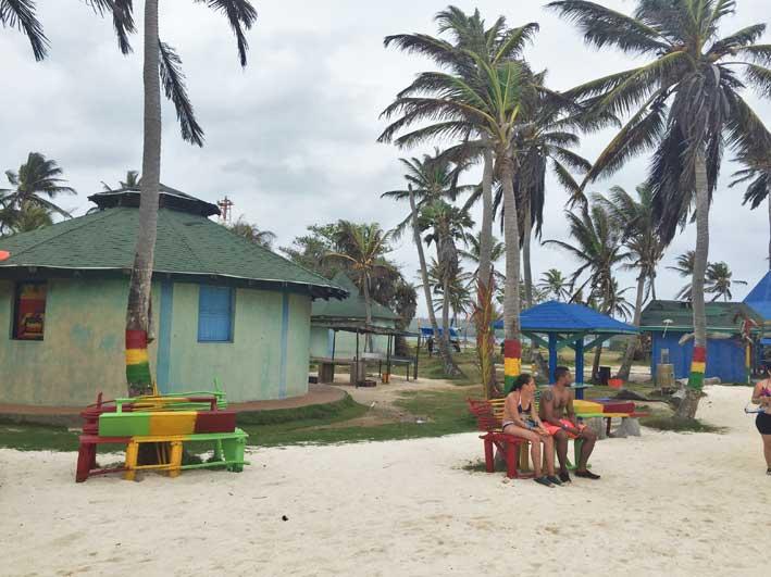 Como-e-o-passeio-a-Haines-Cay-e-Acuario-bares