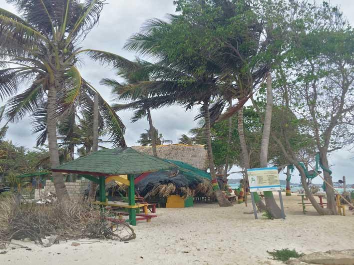 Como-e-o-passeio-a-Haines-Cay-e-Acuario-vista2
