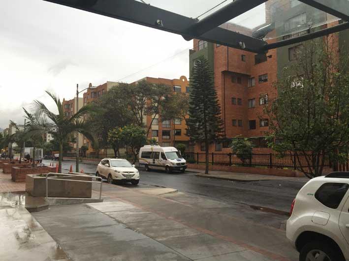 Hotel-perto-do-aeroporto-em-Bogota-rua