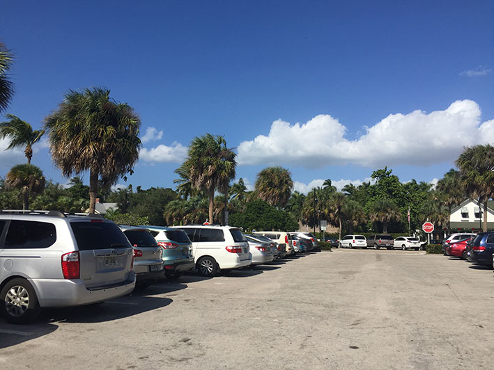 O-que-fazer-em-naples-em-um-dia-estacionamento