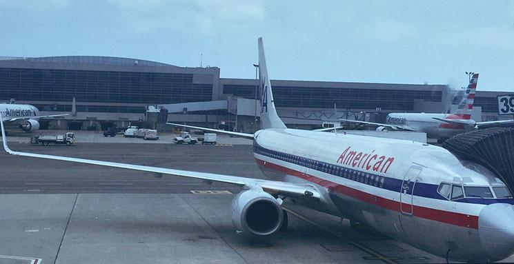 Atrasos, overbooking e cancelamento de voos numa única viagem