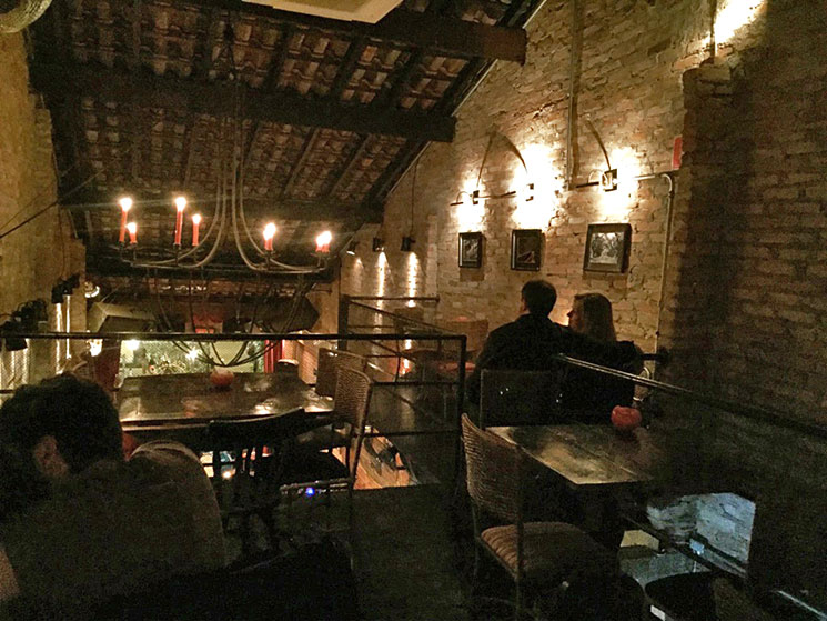madeleine jazz bar em sao paulo mezanino