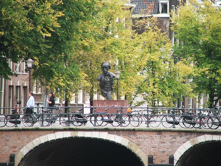 Pontes sobre os canais em Amsterddam