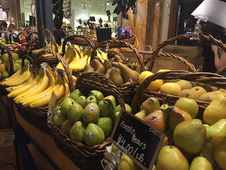 Banca de frutas no Eataly