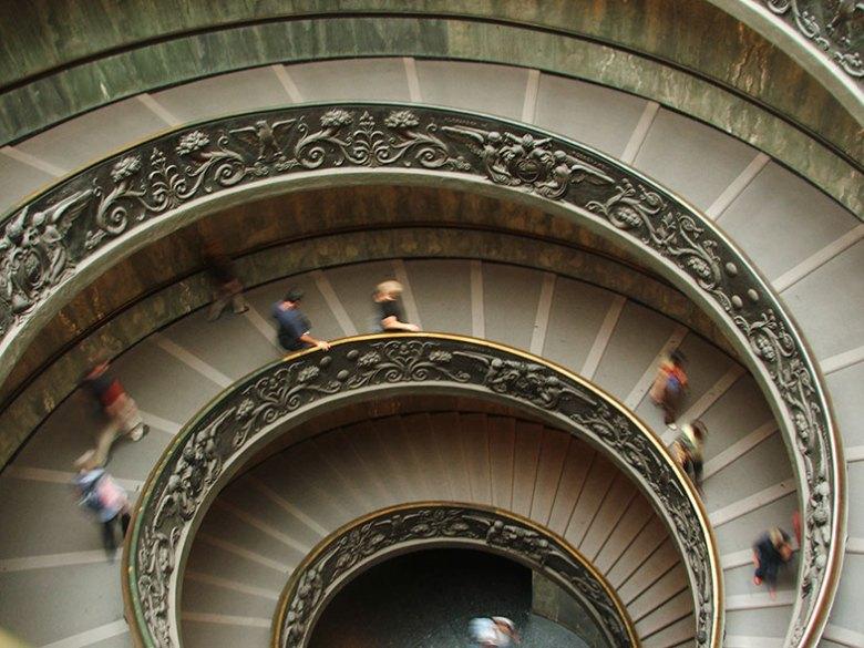 Escada do Museu do Vaticano em Roma
