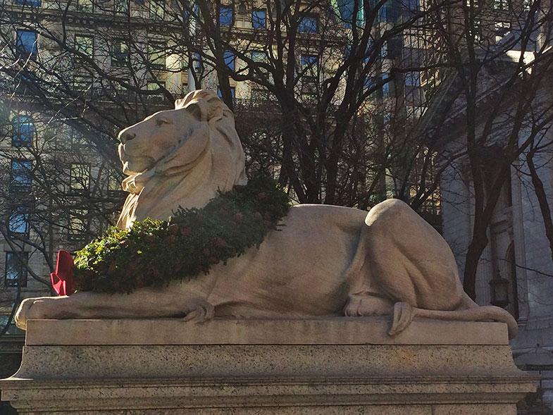 Leão da fachada da Biblioteca Pública de New York