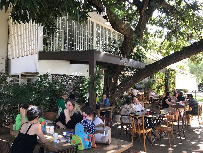 Área externa do Ernesto Cafés Especiais em Brasília