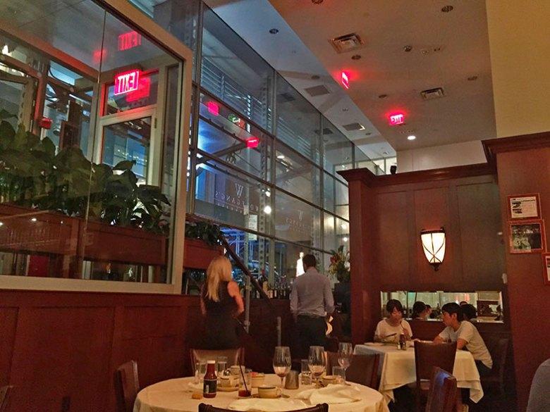 Salão do Wolfgan's Steakhouse em New York