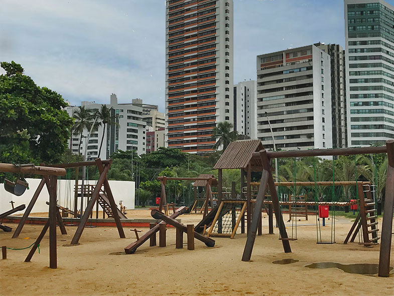 Parque de madeira no Dona Lindu em Recife