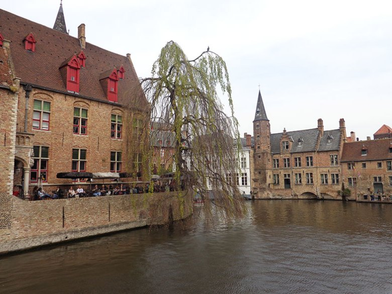 Pelos canais de Bruges