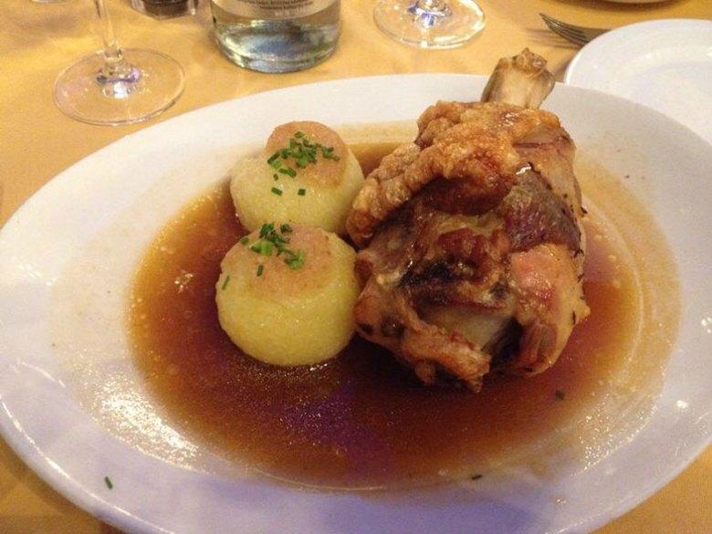Culinária alemã tradicional no Hofbräuhaus