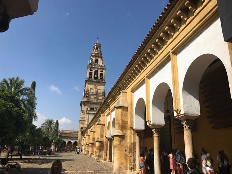Pátio interno da catedral de Córdoba