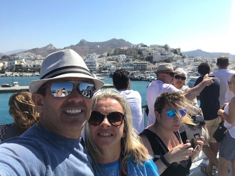 Vista do terraço de um ferry na Grécia
