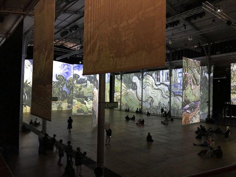 Grande Halle de la Villette com Van Gogh