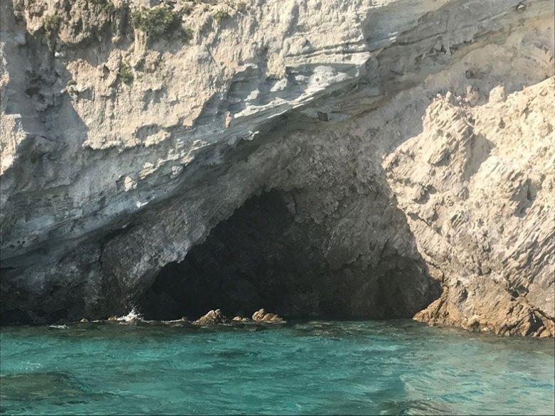 Caverna a caminho de Kleftiko