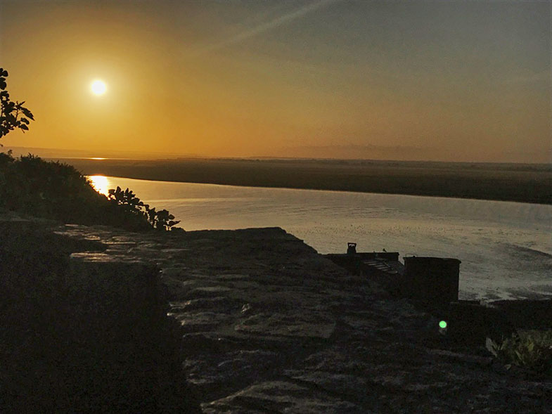 Nascer do sol no Mont Saint Michel