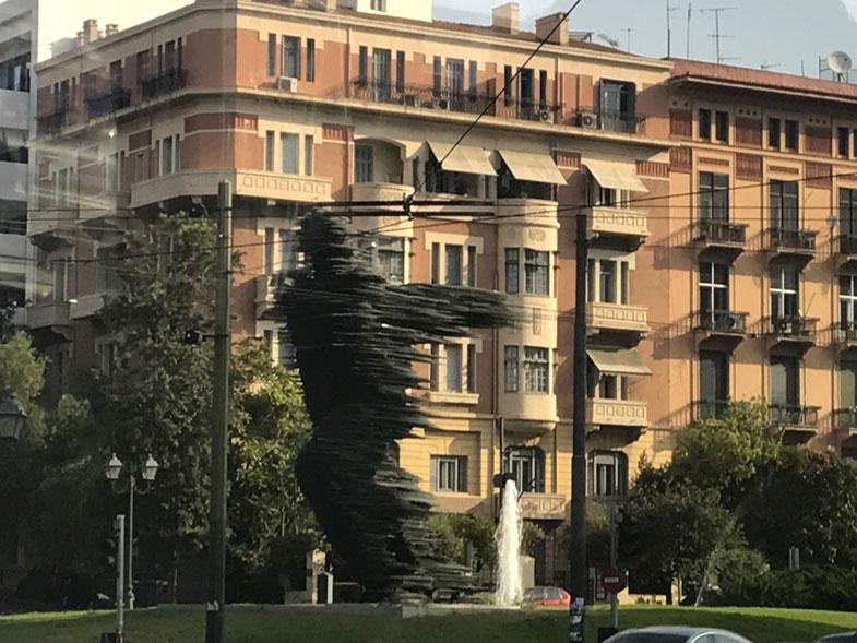 The Runner Statue em Atenas