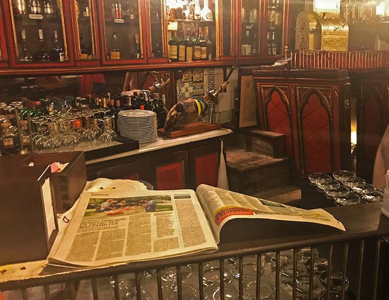 Detalhe do salão do El Botin em Madrid