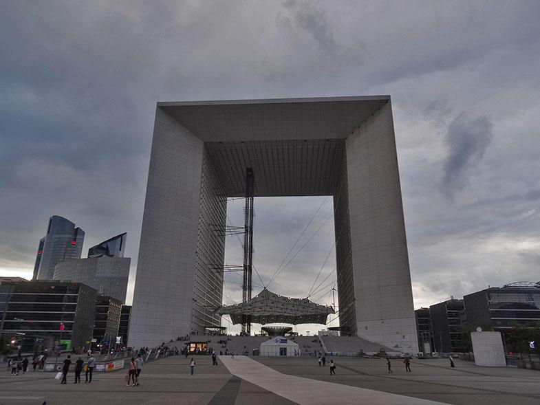 La Grand Arche em La Défense em Paris