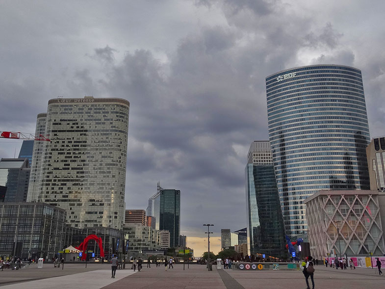 Esplanade de La Défense em Paris