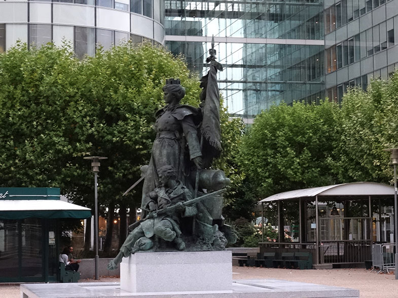 Escultura em La Défense Paris