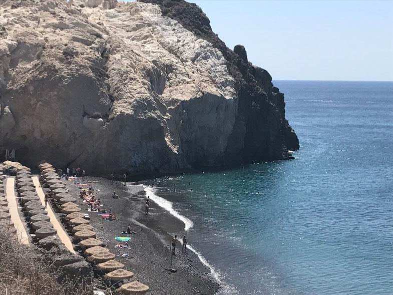 Black Beach em Santorini