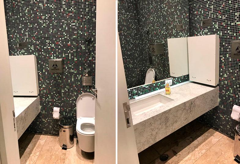 Banheiros da sala VIP da Latam