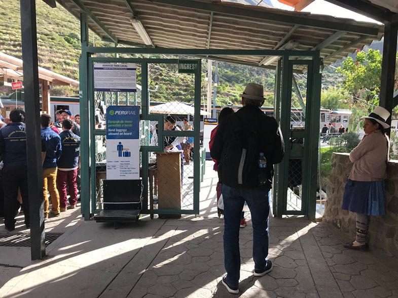 Catraca para acesso à sala de espera da Inca Rail