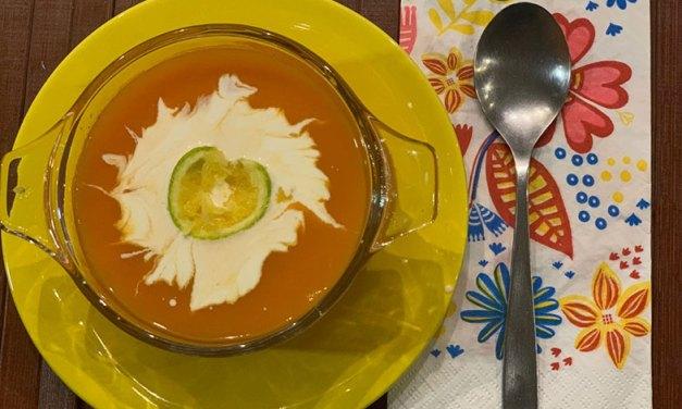 Sopa fria de cenoura e laranja para dias quentes