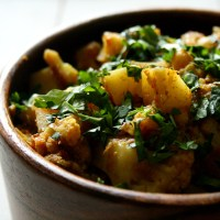 Alu Gobi Sukha Subzi (Potato & Cauliflower Dry Curry)