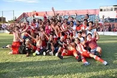 Cañuelas, es el Campeón del torneo Apertura de Primera C, se los espera a los Jugadores del C.F.C en la Plaza San Martín, hoy 0:30 hs.