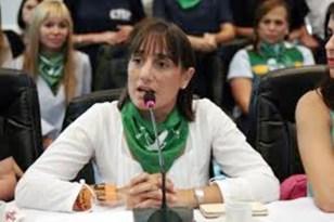 Frente de Izquierda: en secreto entre FdT y JxC. Exigimos que se trate el aumento y ampliación de la Beca Progresar que presentamos La diputada del PO-FIT, Romina Del Plá, denunció.
