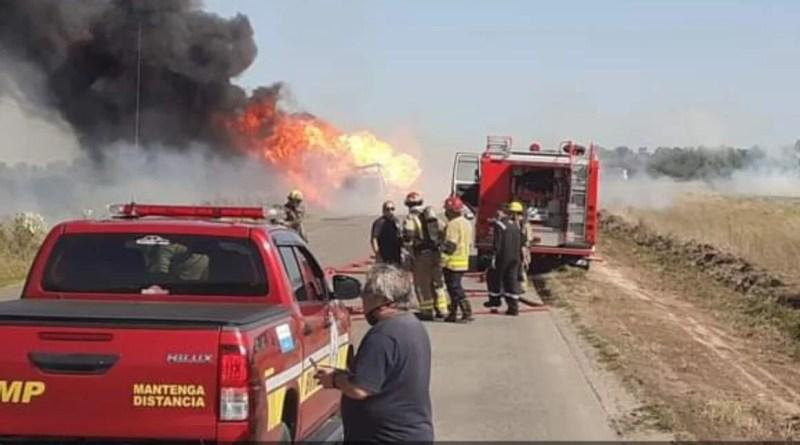 , Las Heras – Camión con Garrafas en Ruta provincial 6 Km 106 se incendio y las garrafas vuelan a 100 metros, Cañuelas Noticias de Argentina
