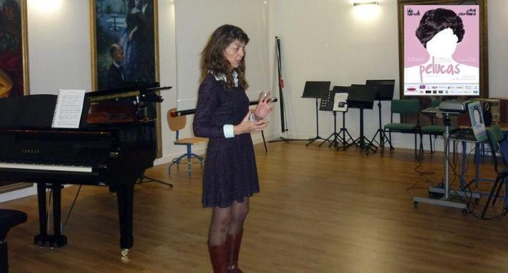 Dolores Serrano Cueto antes de interpretar la música de 'Pelucas' en Conservatorio de San Fernando.