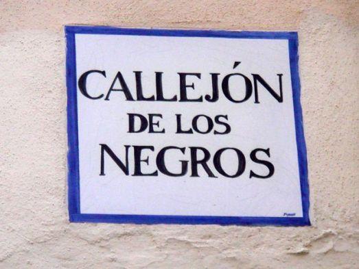 Placa del Callejón de los negros en Cádiz.