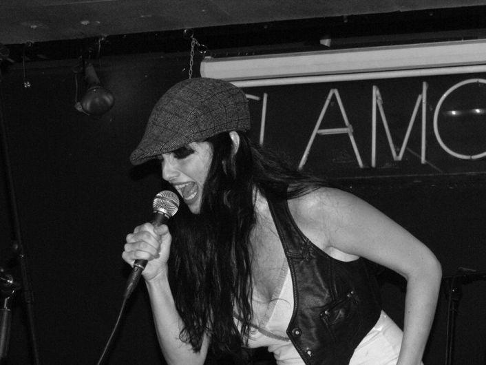 Beatriz Rico, durante una actuación con su grupo.