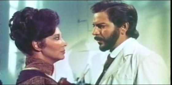 María Asquerino y Espartaco Santoni en un momento de la película.
