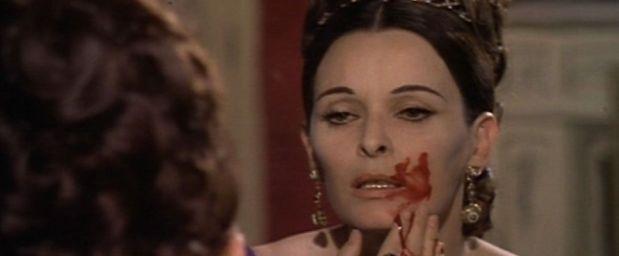 Lucía Bosé en 'Cermonia sangrienta'.