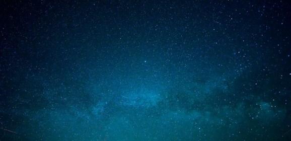 Más allá de las estrellas, con vino y bajo la luna llena